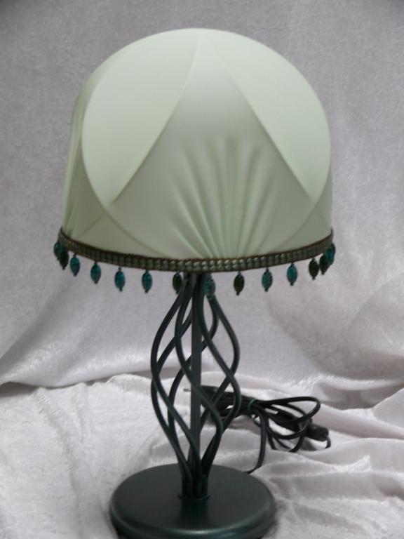 Cupola con frangia di perle di vetro