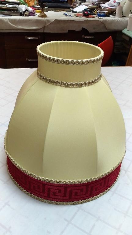 Cupola in seta con bordo alto e corona