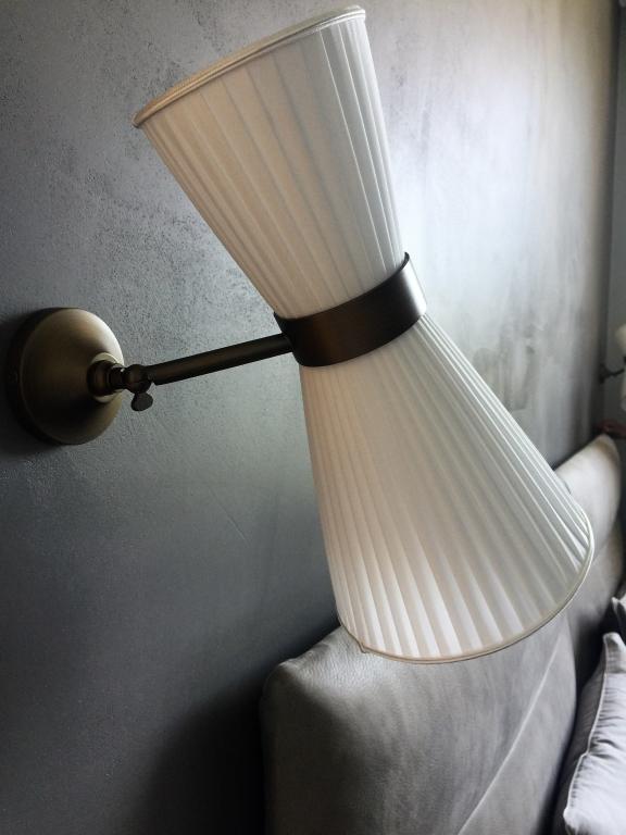 Lampada in seta a pieghe