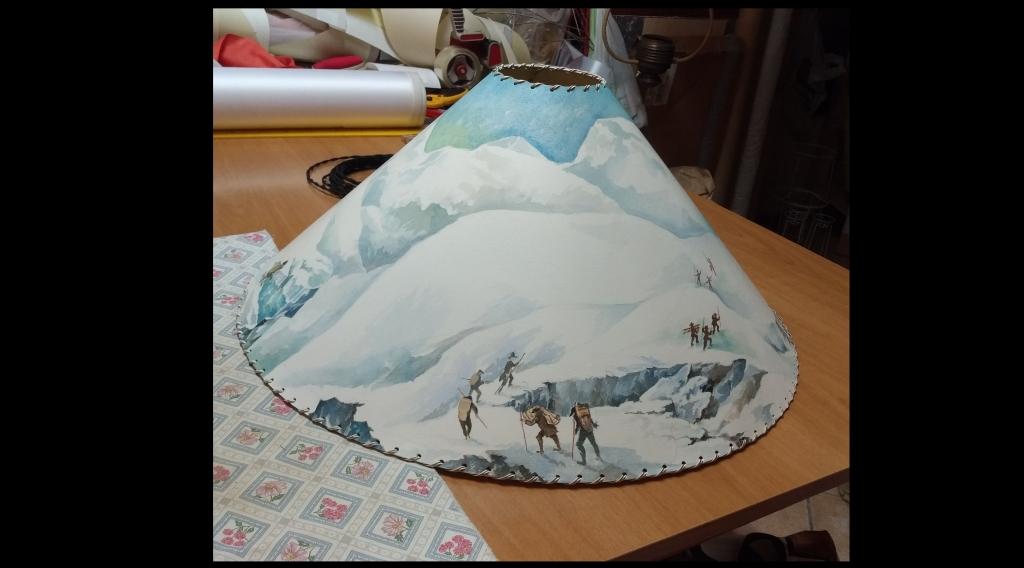 Paralume dipinto a mano soggetto montagna davanti