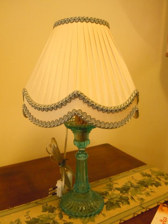Paralume plissato su candeliere in vetro