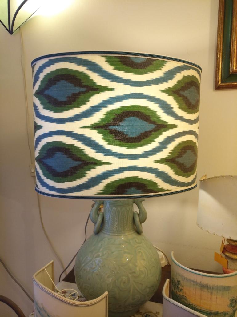 Lampada in porcellana celadon con paralume ovale in Seta pura
